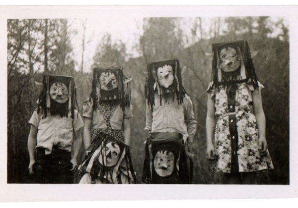 13 of the creepiest old Halloween pictures I could find